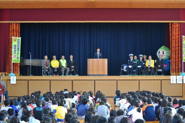 「ゾーン30」啓発車両用マグネットシートを小学校周辺の自治会に贈呈しました
