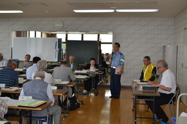奈良市万年青年クラブ連合会に反射材を贈呈しました。